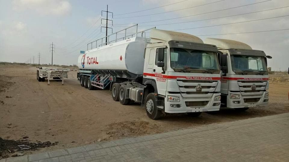 60000L Fuel Oil Delivery Truck SLLPLGW1820 8 Compartments With FUWA Axle